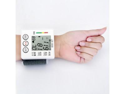 健之康家用腕式电子血压计