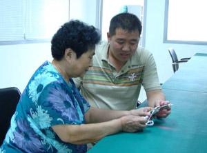 章萍教授指导激光治疗仪研发