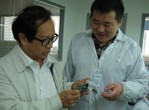 王永民教授指导激光治疗仪研发