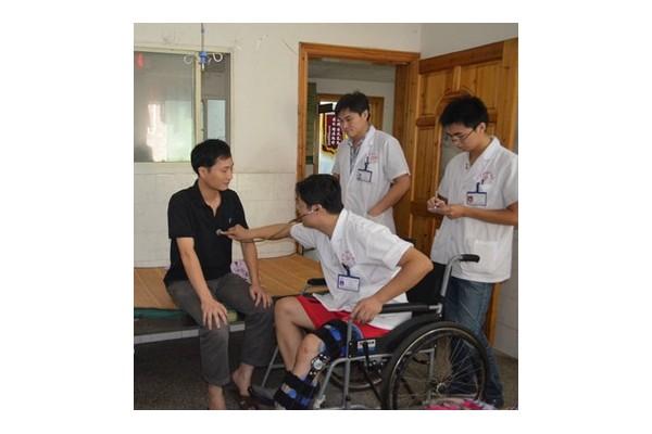 轮椅上的好医生 记泰和县中医院肾内科主任罗启明