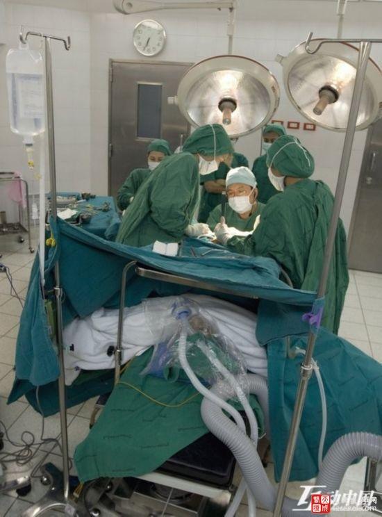 纪实:变性手术全过程 男人如何变成女人