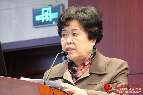 天津中医药大学第二附属医院党委书记宋津在会上讲话。