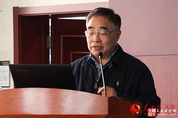 """中国工程院院士、天津中医药大学校长张伯礼做""""用中国式办法解决世界医改难题""""的报告。"""