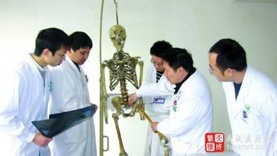 骨科新尝试:3D打印一段胸椎 植入女大学生体内