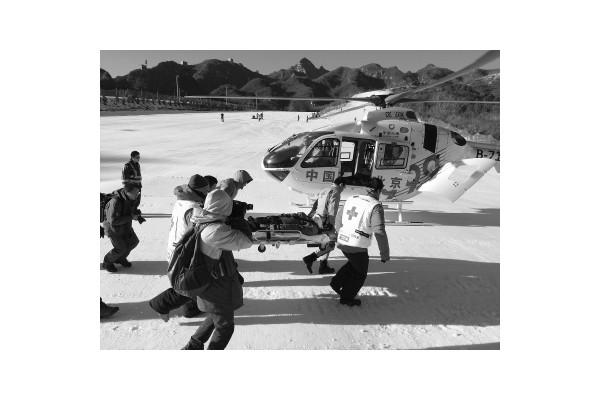空中ICU首次演练雪地救援
